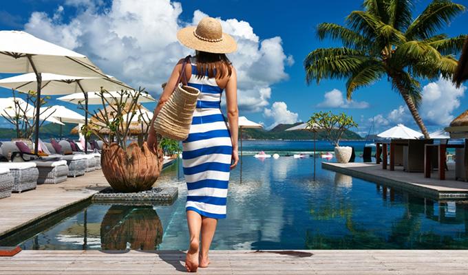 A strandon is sikkesen - Mi kerüljön a fürdőruha fölé  edccc51908