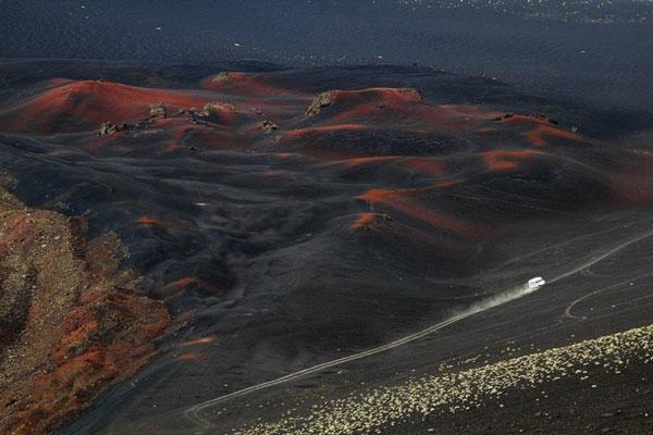 10 földöntúlinak látszó természet alkotta fekete táj