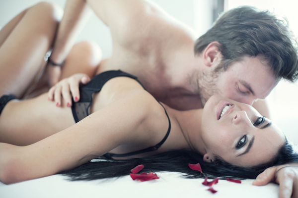 Ez az 5 nyomasztó kérdés gyakran jár a nők fejében ágyban