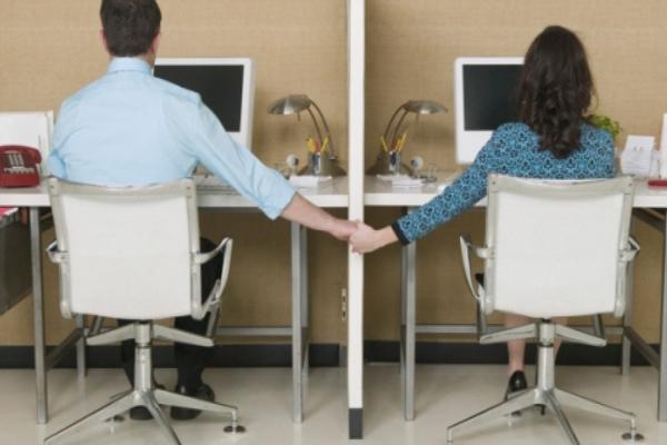 5 indok, amiért nem célszerű szerelmi viszonyt kezdeni a munkahelyeden