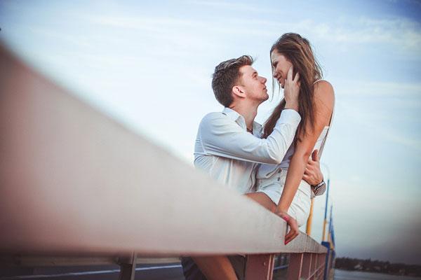 Ha ezt az 5 dolgot teszi egy pasi, akkor igazán szerelmes