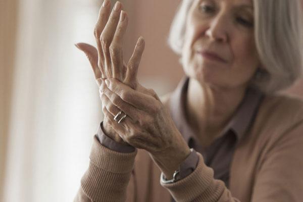 Megmutatjuk milyen betegségekről árulkodhat a kezed!