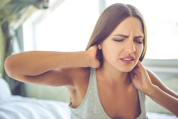 Ezzel a 4 módszerrel küzd le a nyakadban, a lábadban és a hátadban a fájdalmat
