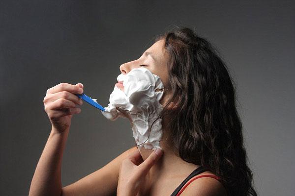 Erre a 8 dologra figyelmeztethet ha szőrszálak nőnek az álladon
