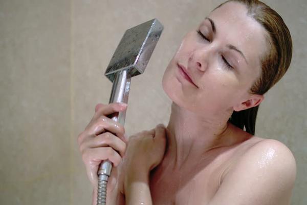 Szinte minden zuhanyzáskor elkövetjük ezt az 5 hibát