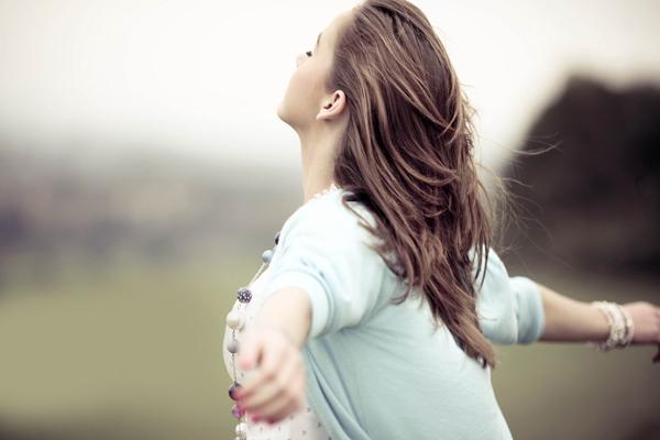 Ezt a 9 rosszkislányos szokást minden férfi imádja