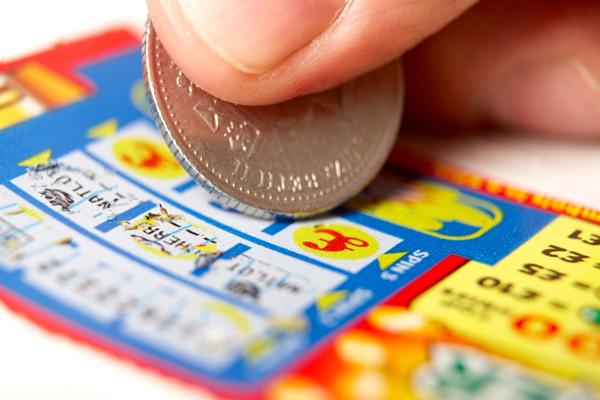 7 ember, aki szörnyen megbánta, hogy nyert a lottón