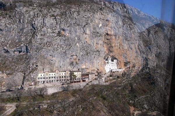 Megközelíthetetlenül magas kolostorok
