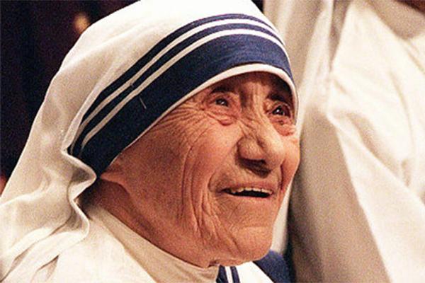 5 életlecke Teréz Anyától, amit mindenkinek érdemes megtanulnia!