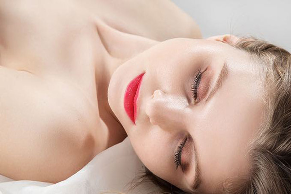 5 spirituális haszna van a meztelenül alvásnak